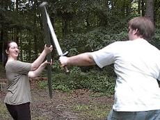 Eine Stangenwaffe kann sehr effektiv sein